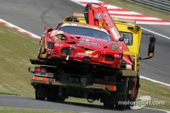 Crash for #72 AF Corse Ferrari F430: Robert Kauffman, Rui Aguas, Michael Waltrip