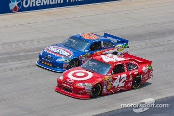 Juan Pablo Montoya, Earnhardt Ganassi Racing Chevrolet and Bobby Labonte, JTG Daugherty Racing Toyota