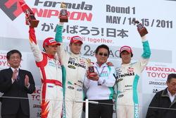 Podium: race winner Andre Lotterer, second place Takashi Kogure, third place Kazuki Nakajima