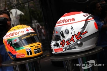 Helmet of Jenson Button, McLaren Mercedes and Lewis Hamilton, McLaren Mercedes with Steinmetz Diamonds