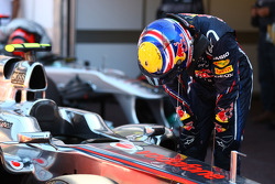 Mark Webber, Red Bull Racing looking at the McLaren