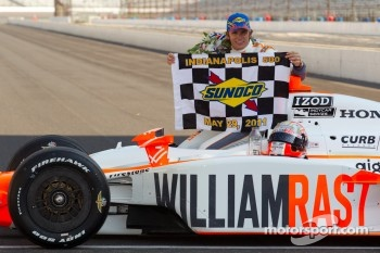 Winners photoshoot: Dan Wheldon, Bryan Herta Autosport with Curb / Agajanian
