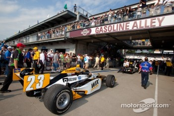 Car of Paul Tracy, Dreyer & Reinbold Racing rolled to pitlane