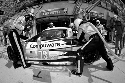 Pit stop for #73 Corvette Racing Chevrolet Corvette C6 ZR1: Olivier Beretta, Tom Milner, Antonio Garcia