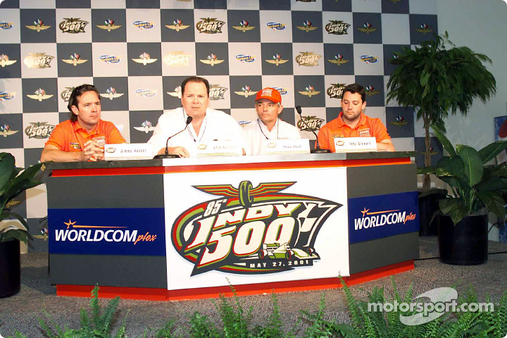 Jimmy Vasser, Chip Ganassi, Mike Hull and Tony Stewart