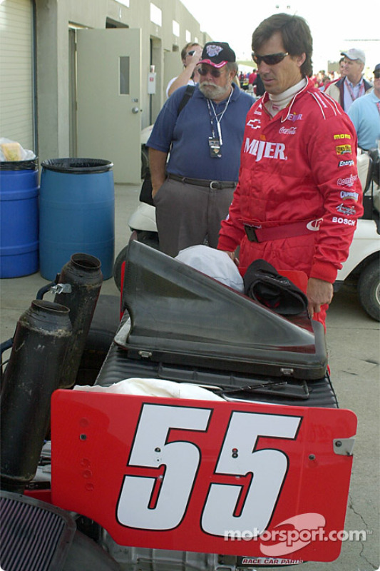 Crew chief Ship Faul looking over the car before the race