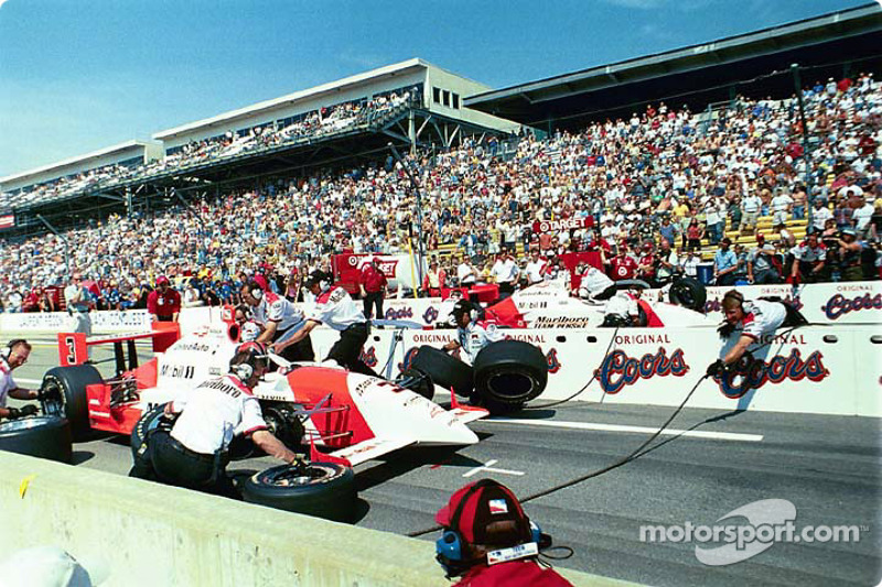 Pitstop competition: Helio Castroneves and Gil de Ferran
