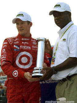 Pole winner Scott Dixon with Parish Henry from MBNA