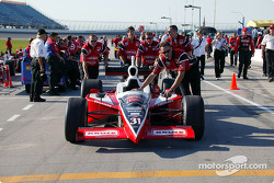 Conseco Kelley Racing team roll the car onto pitlane before qualifying
