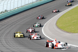Helio Castroneves leads Sam Hornish Jr.