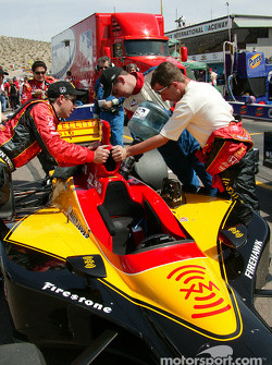 Refuel on Bryan Herta's car