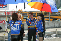 Twin Ring Motegi girls with Mark Taylor