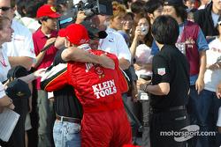 Dan Wheldon celebrates with Michael Andretti
