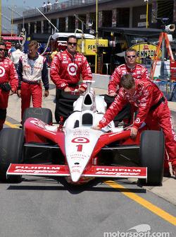 Ganassi Racing crew members