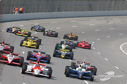 Helio Castroneves leads a group of cars