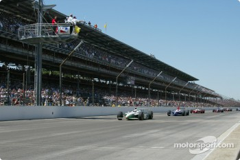Checkered flag for Dario Franchitti