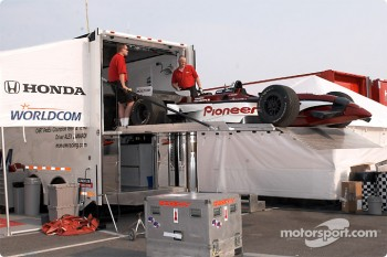 Unloading Alex Zanardi's car