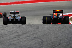 Max Verstappen, Red Bull Racing RB12; Jenson Button, McLaren MP4-31