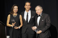 Speciale Foto - Jean Todt, presidente FIA, e la moglie Michelle Yeoh accettano il premio Humanitarian of the Year dalla United Nations Association di New York