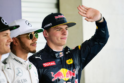 Polesitter Lewis Hamilton, Mercedes AMG F1; 2. Nico Rosberg, Mercedes AMG F1; 3. Max Verstappen, Red Bull Racing