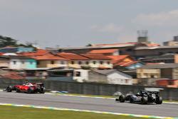 Nico Hulkenberg, Sahara Force India F1 VJM09 follows Kimi Raikkonen, Ferrari SF16-H