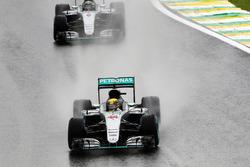 Lewis Hamilton, Mercedes AMG F1 W07 Hybrid; Nico Rosberg, Mercedes AMG F1 W07 Hybrid