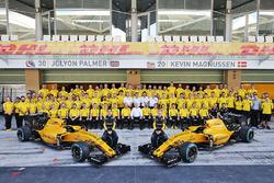 Jolyon Palmer, Renault Sport F1 Team mit Kevin Magnussen, Renault Sport F1 Team beim Teamfoto