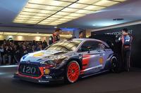 WRC Fotoğraflar - Hayden Paddon, Daniel Sordo, Thierry Neuville, Hyundai Motorsport 2017 Hyundai i20 Coupe WRC aracını tanıttı