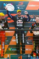 Supercars Fotos - Podium: ganador, Shane van Gisbergen, Triple Eight Race Engineering Holden