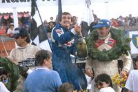Formule 1 Foto's - Podium: winnaar Alain Prost, Renault, tweede John Watson, McLaren, derde Nelson Piquet, Brabham