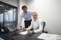 Валттері Боттас, Mercedes, та Тото Вольфф, акціонер та керівник Mercedes AMG F1