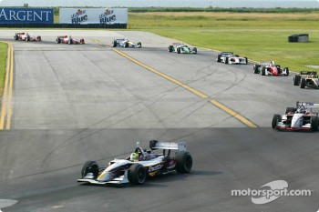 Bruno Junqueira leads the field