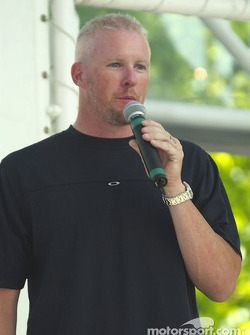 Paul Tracy announces the winner
