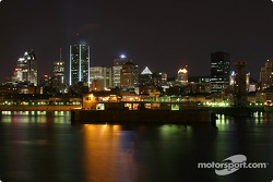 Montréal nightlights: a view of downtown Montréal and the port