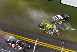 Steve Wallace, Rusty Wallace Toyota and Brian Scott, Joe Gibbs Racing Toyota crash