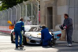 Crashed #454 Ferrari of Ft. Lauderdale Ferrari F430 Challenge: Rob Metka