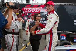 Victory circle: race winner Stefan Wilson, Andretti Autosport celebrates with Michael Andretti