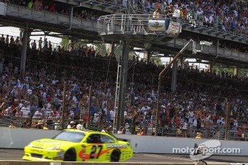 Paul Menard, Richard Childress Racing Chevrolet takes the checkered flag