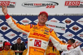 Victory lane: race winner Ryan Hunter-Reay, Andretti Autosport celebrates