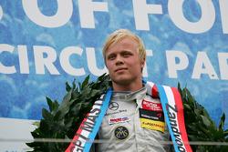 Winner Felix Rosenqvist, Mucke Motorsport, Dallara F308 Mercedes