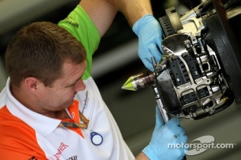 Force India Racing Team, mechanic