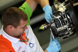 Force India Racing Team, mechanic