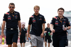 Guillaume Rocquelin, Red Bull Racing Race Engineer and Sebastian Vettel, Red Bull Racing