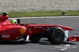 Massa raises his hand at Webber after the pair collided