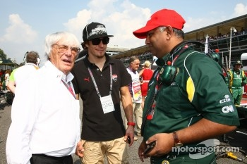 Bernie Ecclestone with Nicky Hayden, MotoGP rider and Tony Fernandes