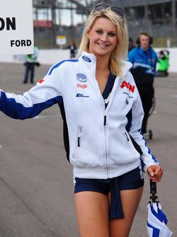 Team Aon grid girl
