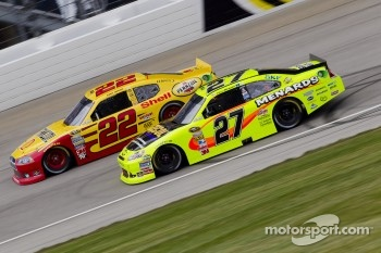 Kurt Busch, Penske Racing Dodge and Paul Menard, Richard Childress Racing Chevrolet