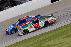 Dale Earnhardt Jr., Hendrick Motorsports Chevrolet and Bobby Labonte, JTG Daugherty Racing Toyota