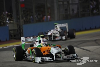 Paul di Resta, Force India F1 Team leads Sergio Perez, Sauber F1 Team