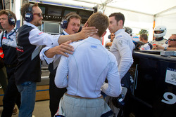 Pole winner Anthony Davidson celebrates with Franck Montagny and Simon Pagenaud